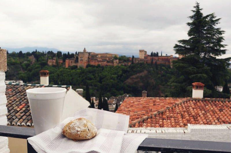 Tomar té moruno en Granada