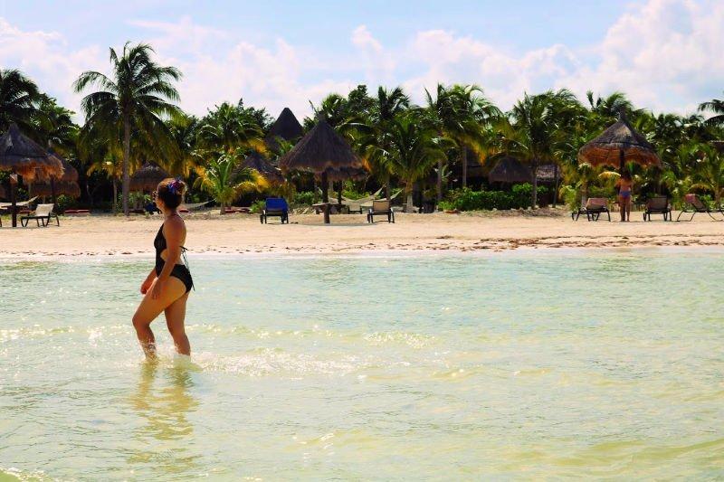 Caminar por el agua hacia Punta Mosquito