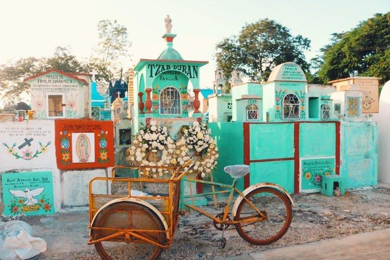 Cementerio de colores de Hoctun Yucatán