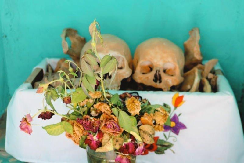 Flores y huesos en Pomuch