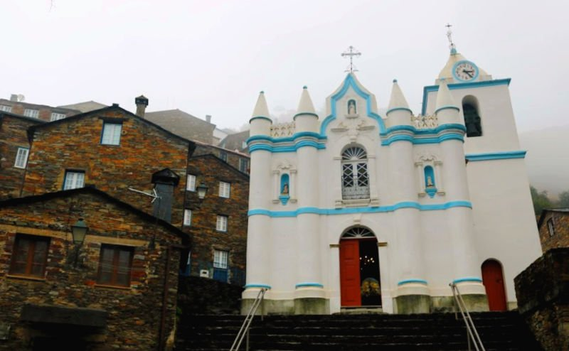 La iglesia de la aldea de Piodao