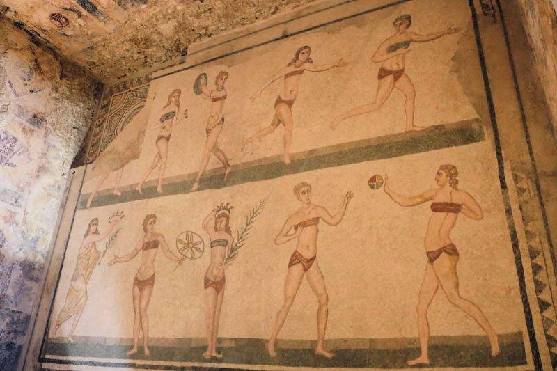 Las diez chicas en bikini, el mosaico más famoso