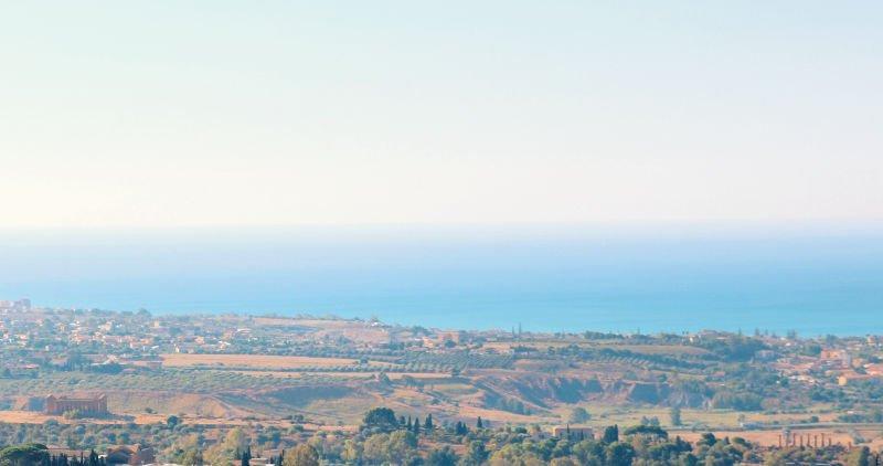 Vistas del Valle de los Templos y el mar desde Agrigento