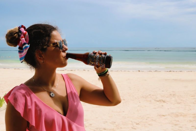 Qué hacer en Playa del Carmen: beber cerveza Indio