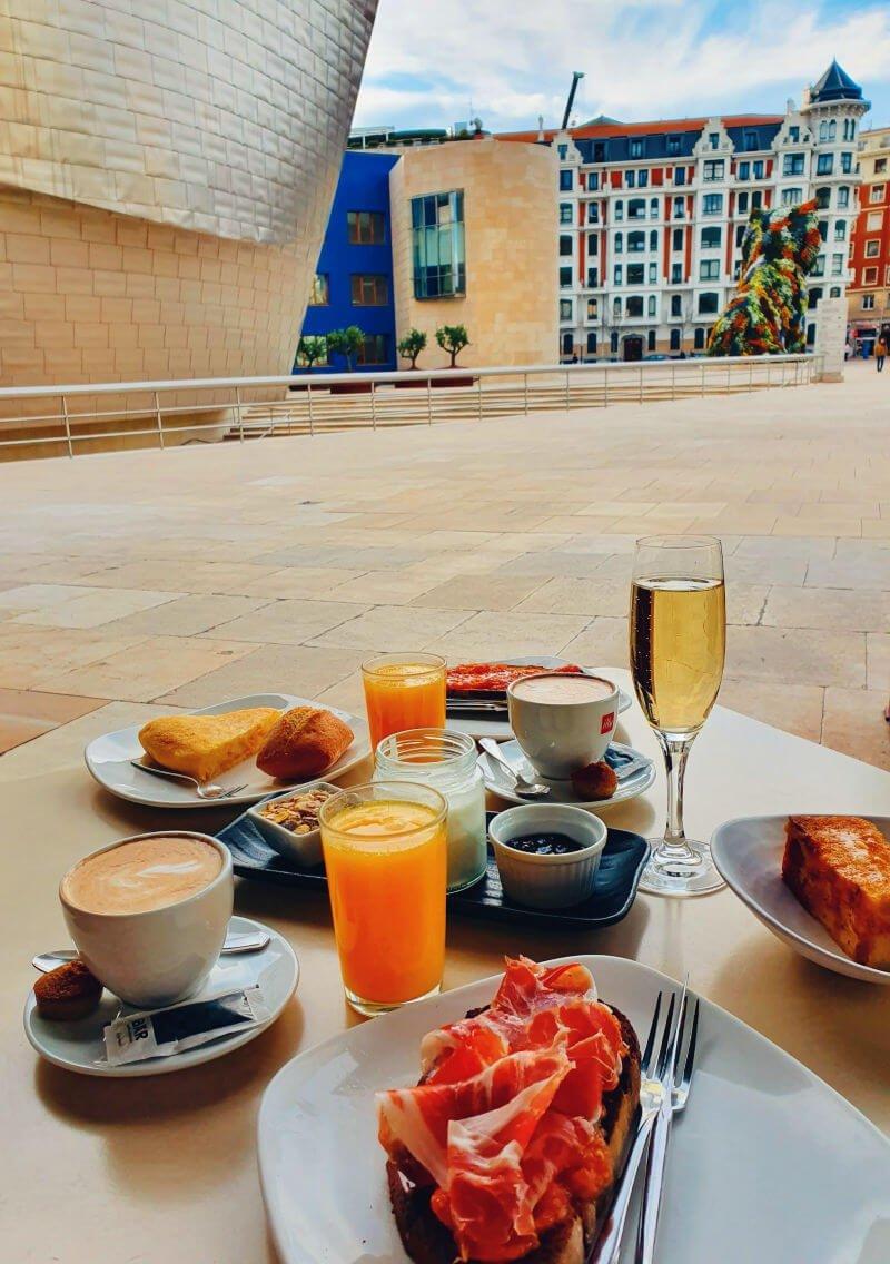 Desayunar en el museo Guggenheim