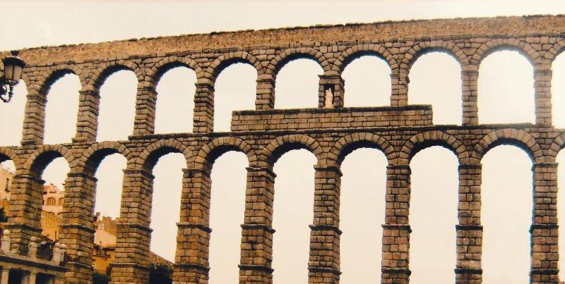 Acueducto de Segovia, una de las mejores cosas que visitar en los alrededores de Madrid