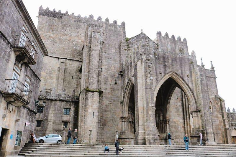 La imponente catedral de Tuy