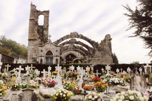 Las ruinas de la iglesia de Cambados y su cementerio