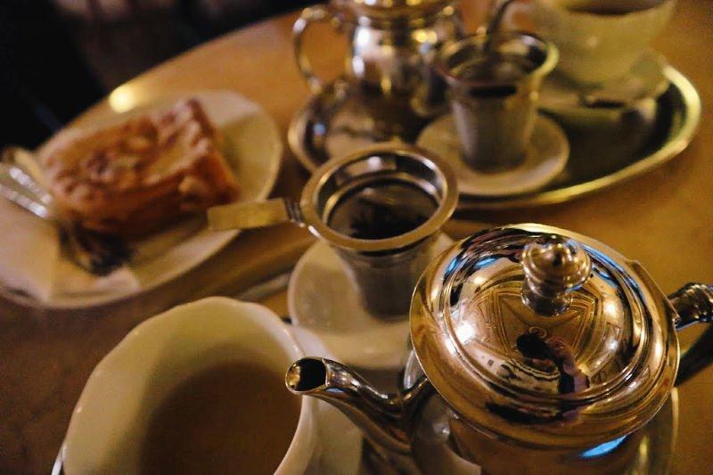 Lujo, glamour y pasteles en una de las cafeterías más bonitas de Praga