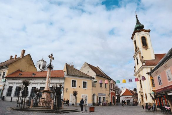 Plaza principal con su cruz