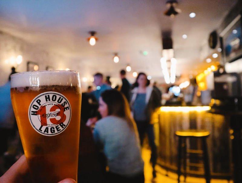 Pub moderno en Irlanda