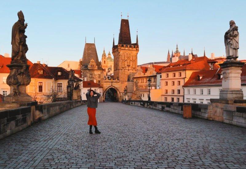 Qué hacer en Praga, cruzar el Puente Carlos al amanecer