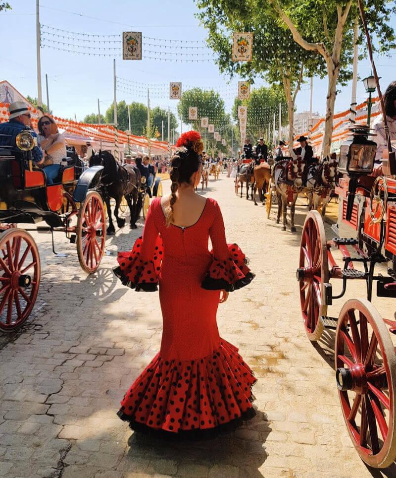 Claudia vestida de flamenca por el Real