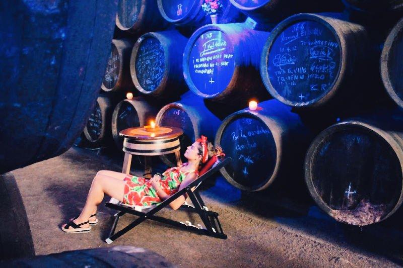 Dormir la siesta en una bodega de Jerez