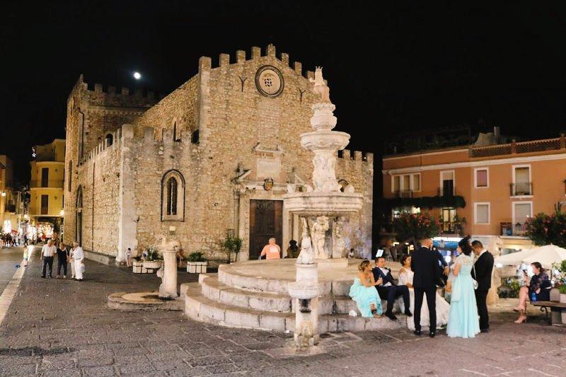 Fuente en la Piazza del Duomo