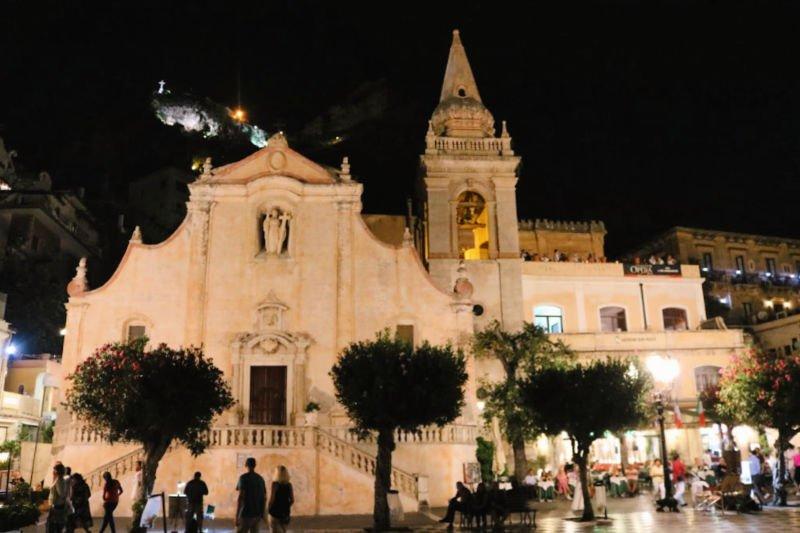 Piazza IX Aprile y su mirador