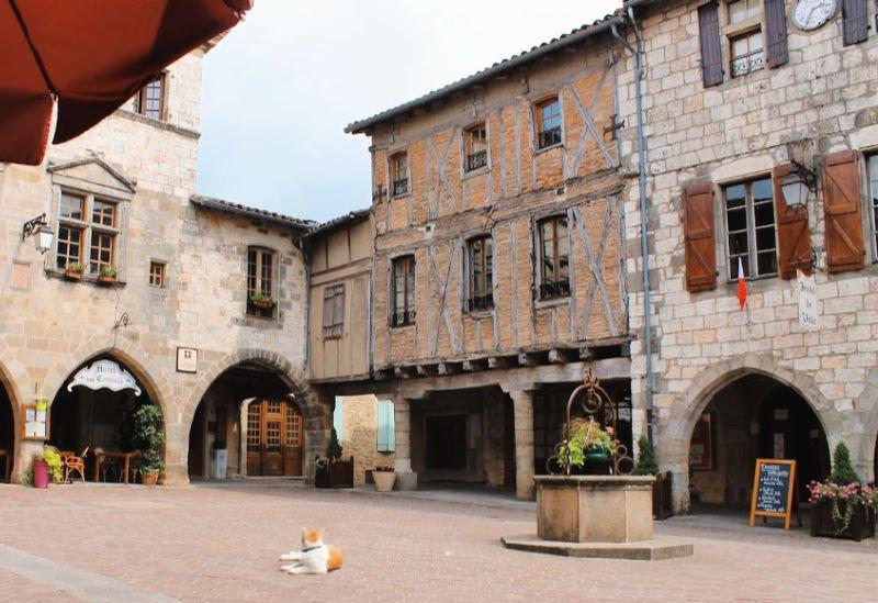 Plaza principal de Castelnau de Montmiral