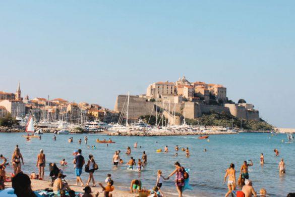 Calvi desde la playa - Viajar a Córcega