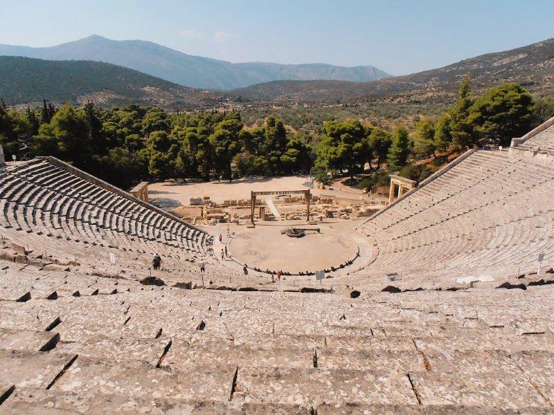 El teatro de Epidauro y las cigarras