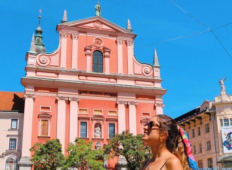 La iglesia rosa que ver en Liubliana