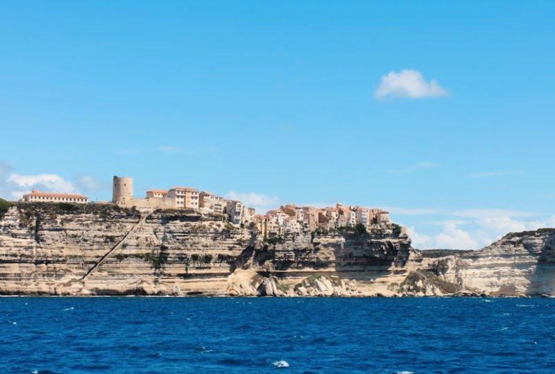 Llegada al puerto de la bella Bonifacio