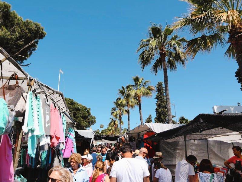 Mercadillo del sábado en Puerto Banús