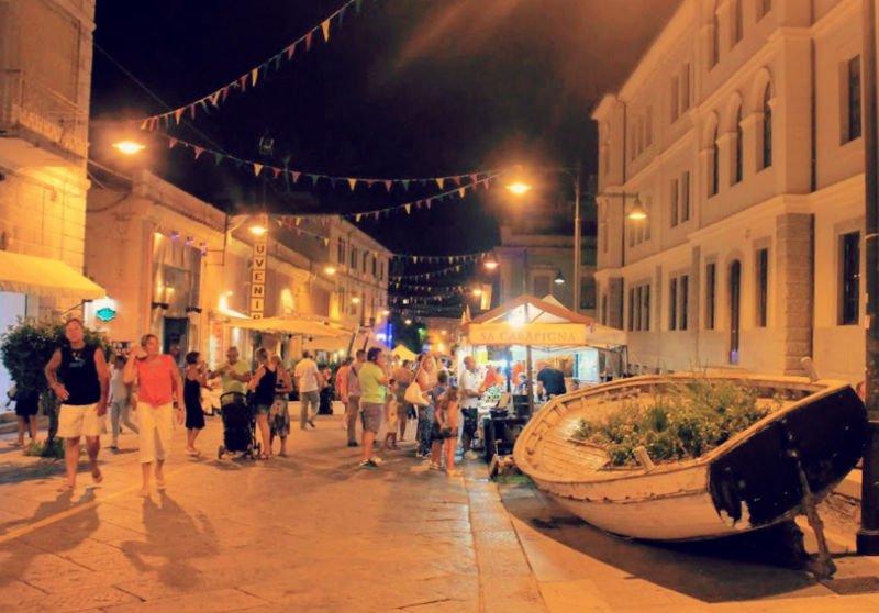Noche en la relajada Olbia - Viajar a Cerdeña