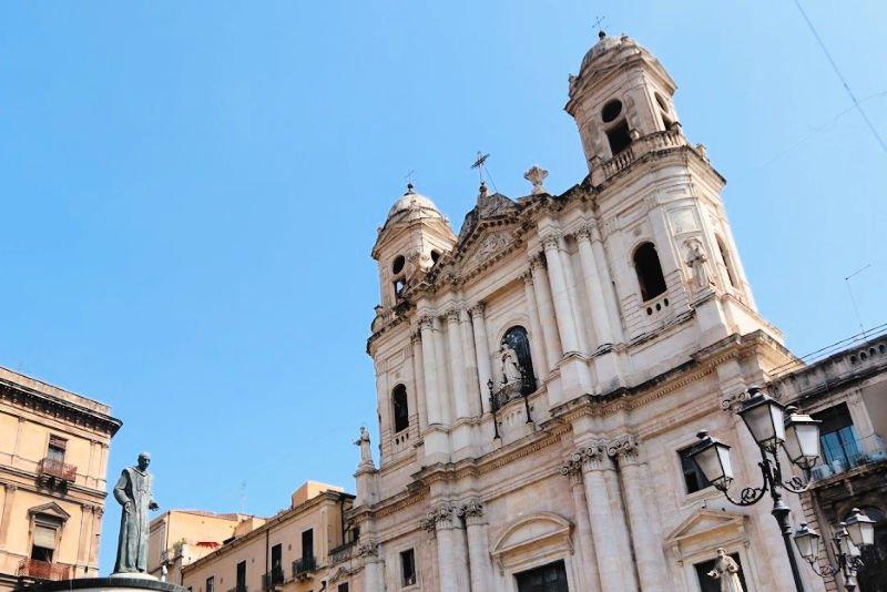 Recorre sus decenas de iglesias - Qué ver en Catania