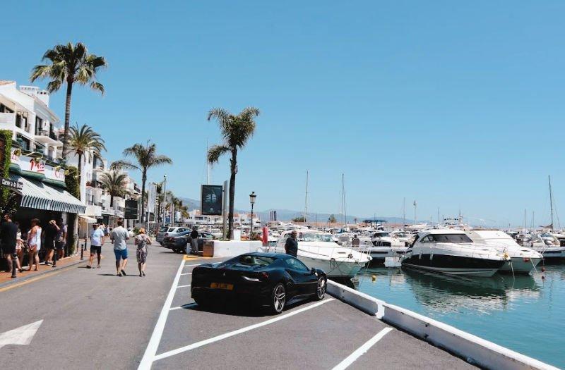 Yates en Puerto Banús en Marbella