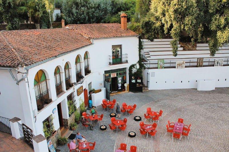 Plaza principal de Linares de la Sierra en Huelva