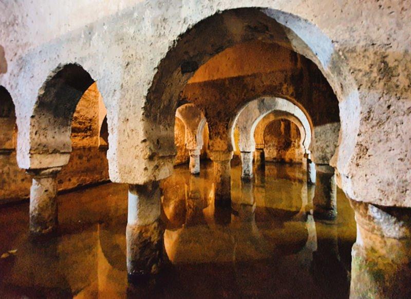 El antiguo aljibe, una de las visitas más interesantes que hacer en Cáceres