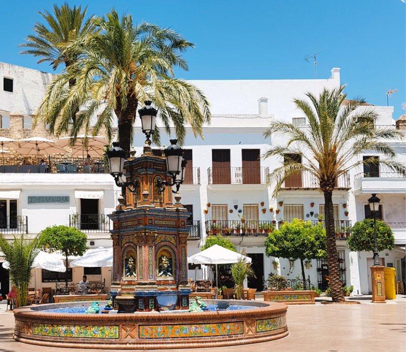 La fuente de azulejos de la Plaza de España