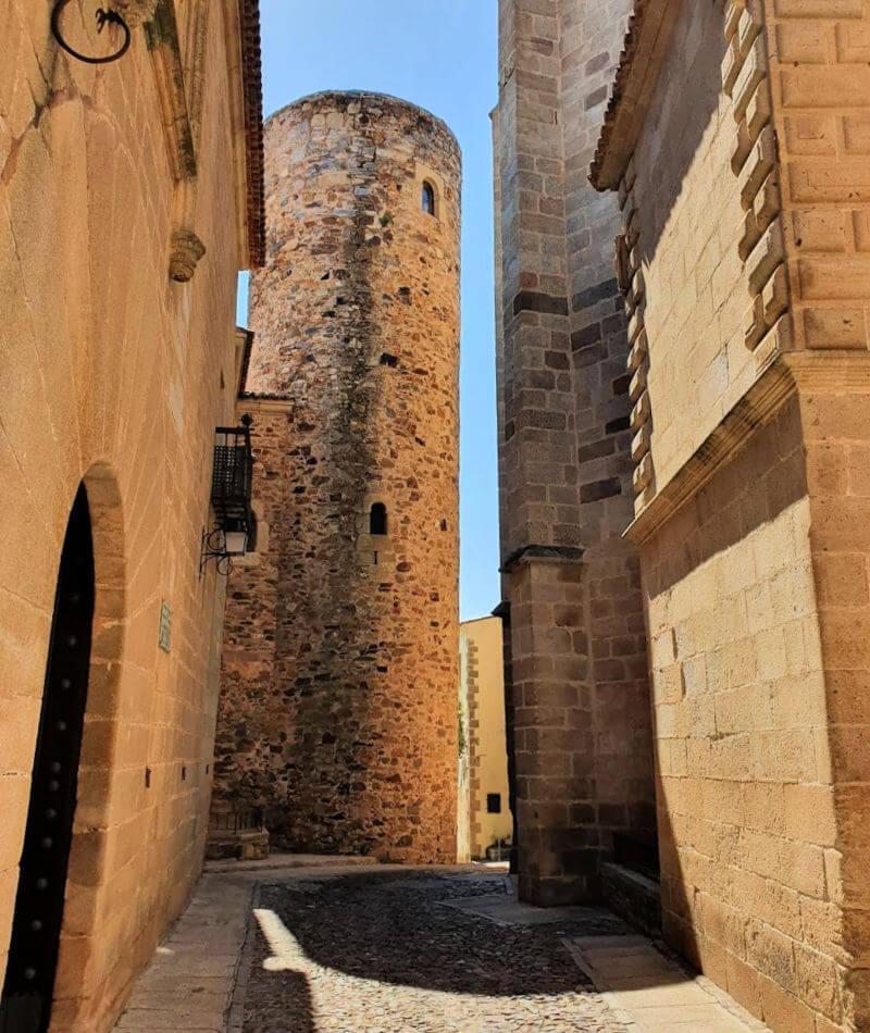 La torre desmochada de la Casa Quemada