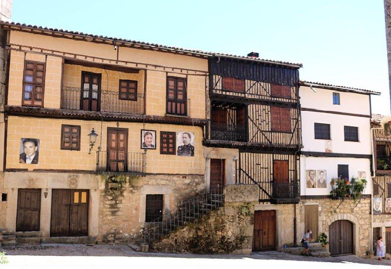 Preciosos retratos en las casas de Mogarraz
