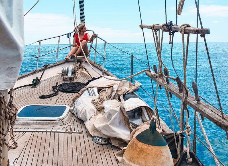 Dar un paseo en barco hasta Playa Papagayo