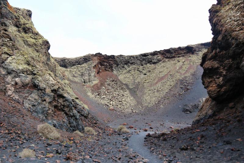 Qué hacer en Lanzarote - Caminar dentro de un volcán