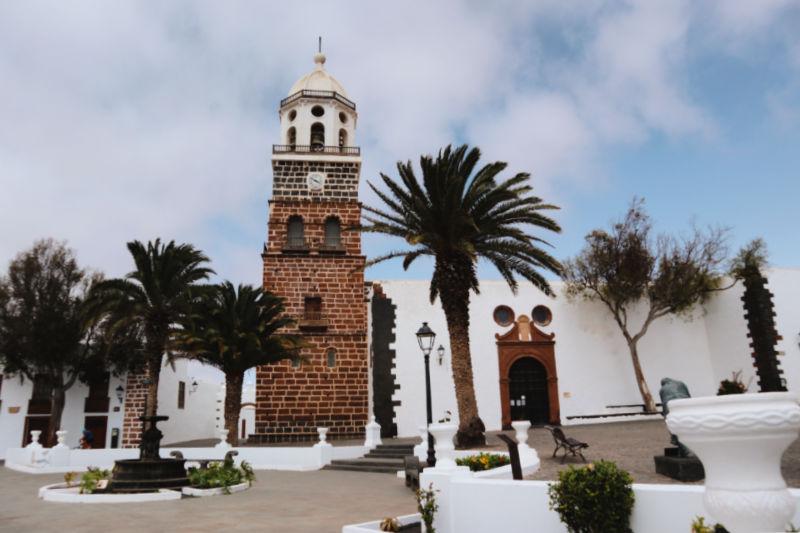 Qué visitar en Teguise: su plaza principal