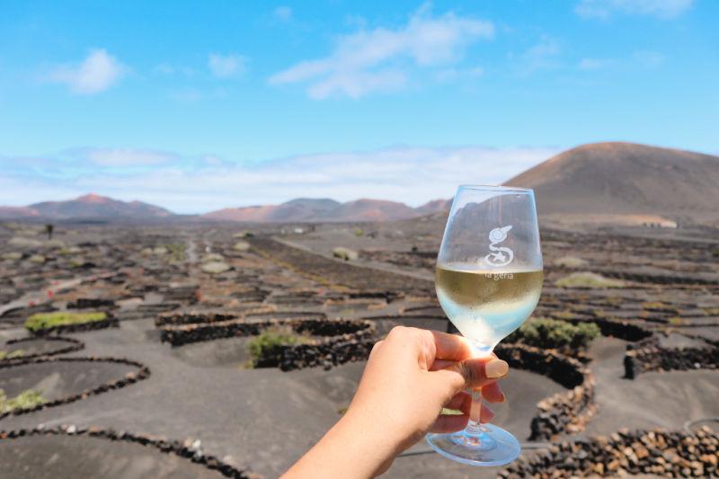Visitar las bodegas de uva malvasía volcánica