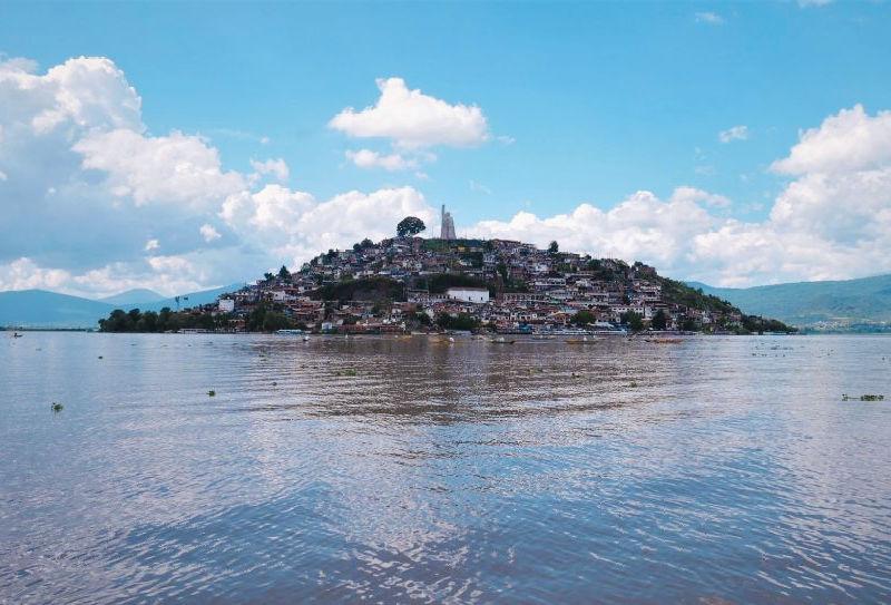 Isla de Janitzio: Donde nació la fiesta del Día de Muertos en México