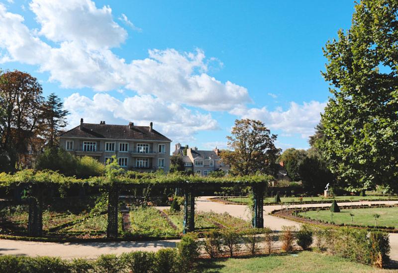 Jardines de la ciudad y Saint-Exúpery