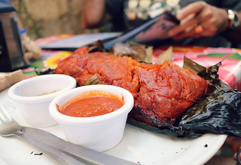 Pib o mukbil pollo típico de México
