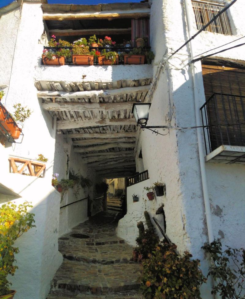 Pitres, un pueblo marinero a kilómetros de la costa