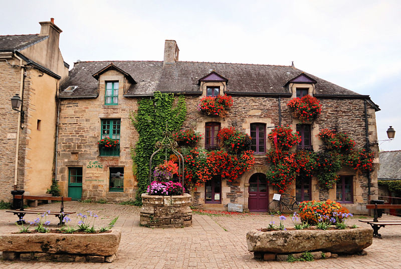 Place du Puits en Rochefort-en-Terre, el pueblo de las flores