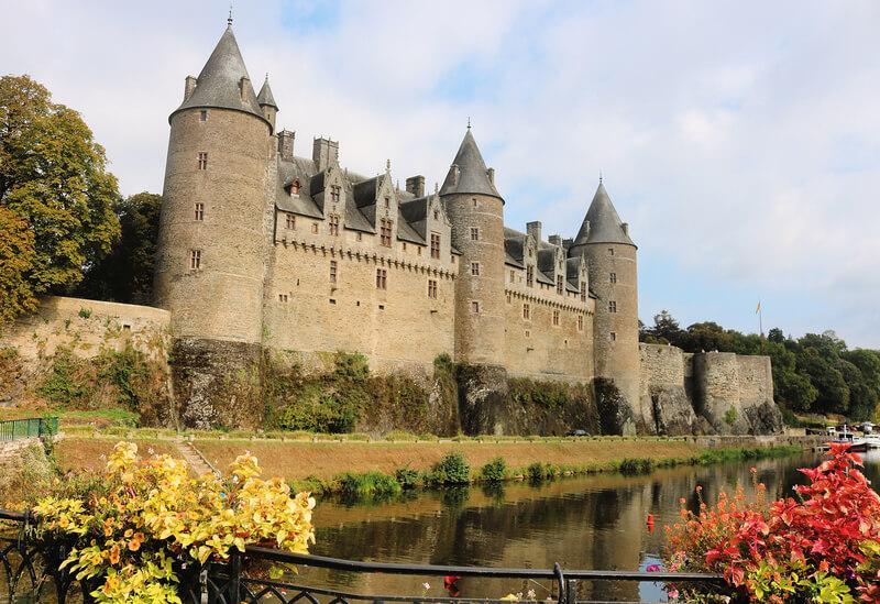 El precioso castillo Josselin en Bretaña