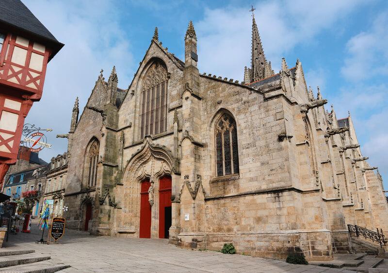 La Iglesia de Nuestra Señora de las Zarzas - Qué ver en Josselin