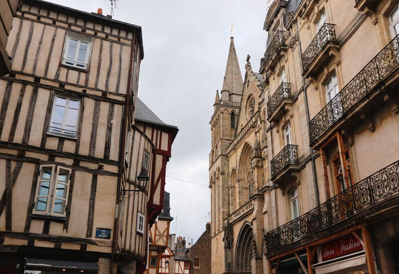 Las calles del centro con la Catedral