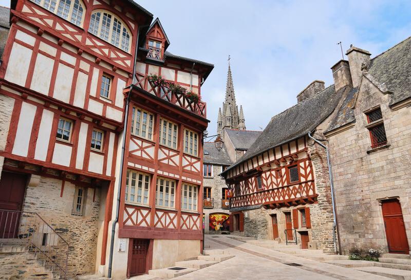 Las calles llenas de casas medievales de Bretaña