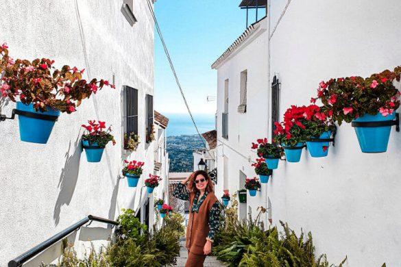 Qué ver en Mijas: calles llenas de flores