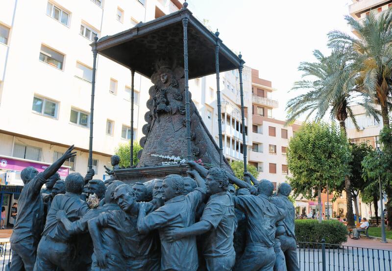 Monumento a la Virgen del Rocío en la capital onubense