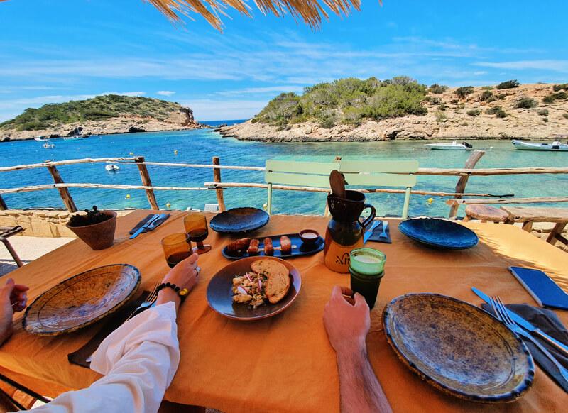 Los Enamorados, dónde comer en Ibiza con vistas al mar